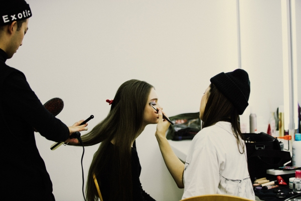 Behind the Scenes - in the makeup chair | Shunsuke Meguro, Sofia Steinberg, Shino Ariizumi | via miu vermillion photography blog